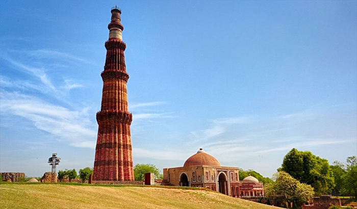 Best Places to Visit in Delhi - Qutb Minar